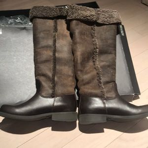 Kenneth Cole Shearling and Leather Boots Size 7.5
